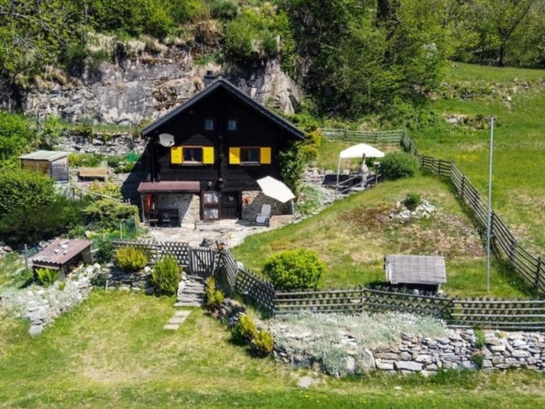 Image 0 - Tipico Chalet leventinese in un angolo di paradiso