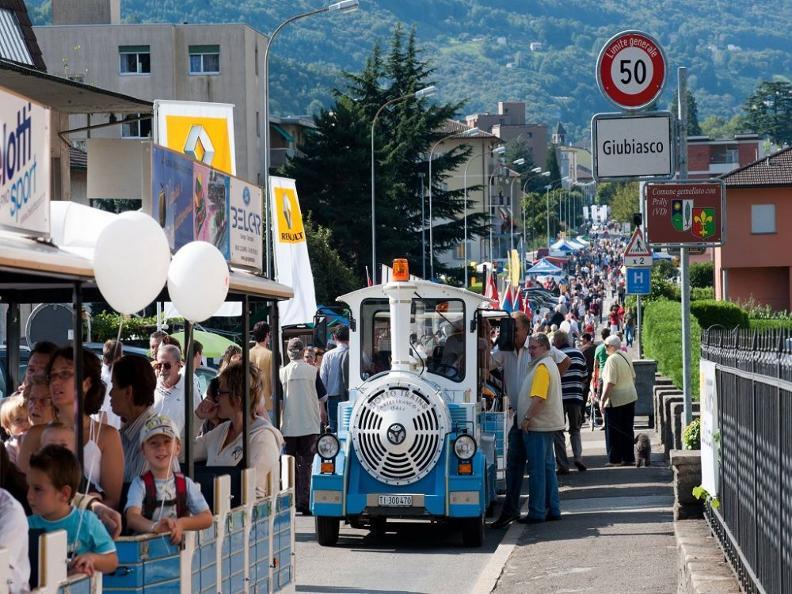Image 4 - ANNULLATO: Strada in festa