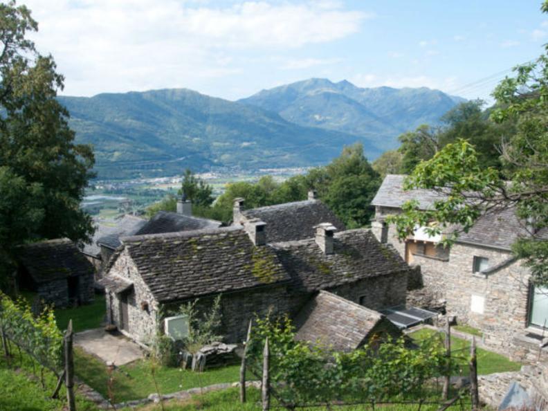 Image 0 - Curzútt oberhalb von Monte Carasso