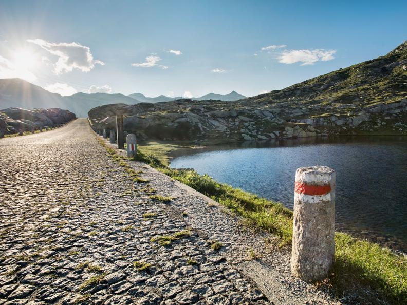 Image 2 - St. Gotthard-Pass