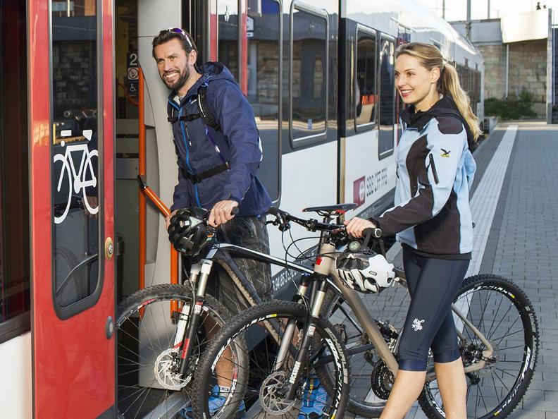 Image 0 - In treno con la bici
