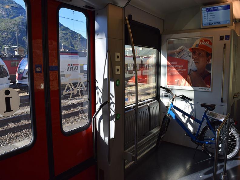 Image 2 - In treno con la bici