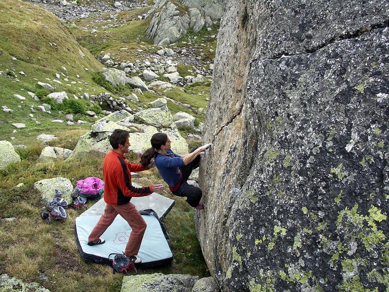 Image 0 - Gotthard Boulder