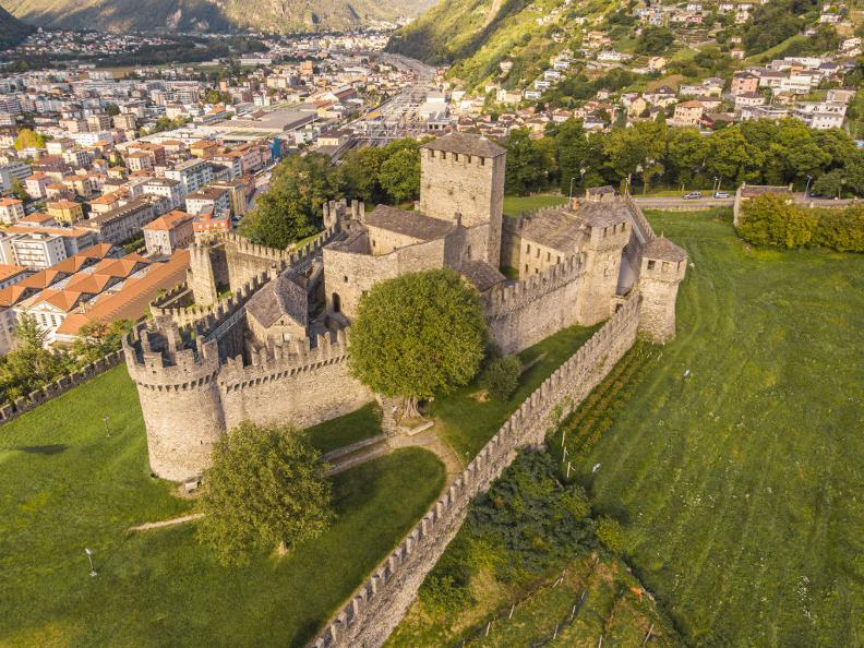 Image 5 - Burg Montebello