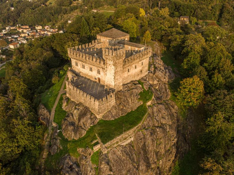 Image 0 - Château de Sasso Corbaro