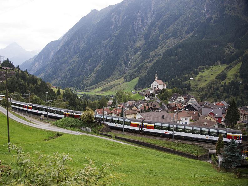 Image 2 - Gotthard Panorama Express