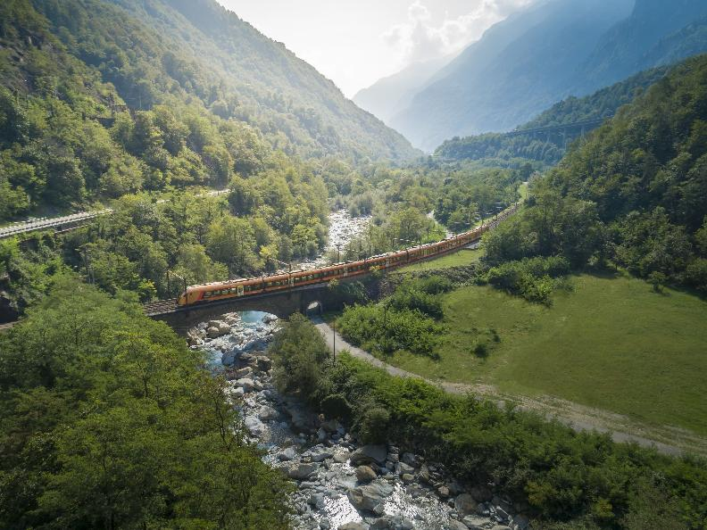 Image 0 - Treno Gottardo - Südostbahn