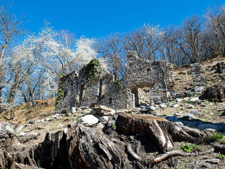 Image 1 - The ruins of the Prada's village