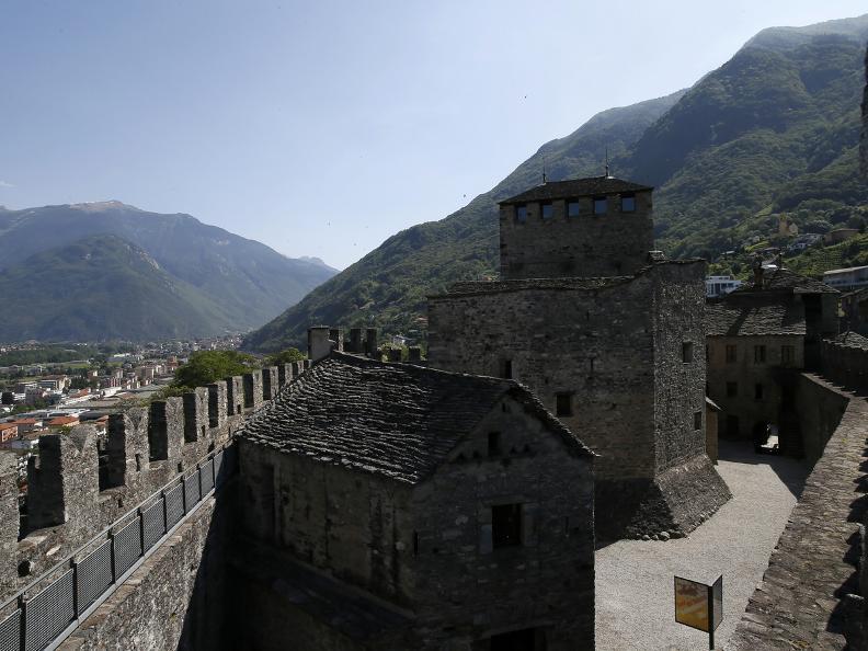 Image 4 - I tre castelli medievali di Bellinzona