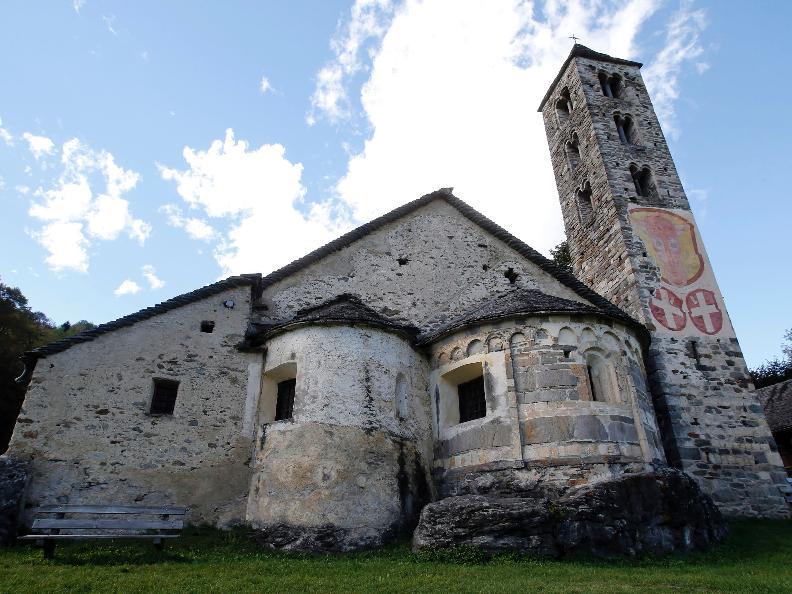 Image 0 - L'église romane de San Carlo à Negrentino
