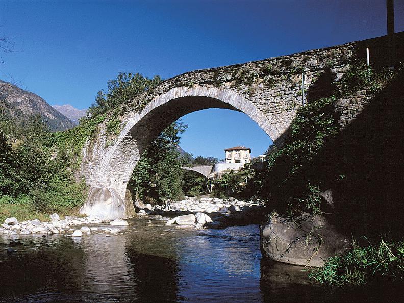 Image 6 - Il Sentiero Gottardo: Giornico