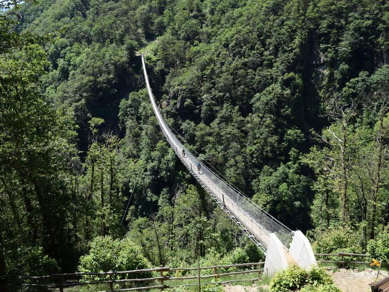 Image 19 - Curzútt e il ponte tibetano Carasc