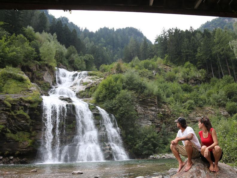 Image 2 - Faido et la cascade Piumogna