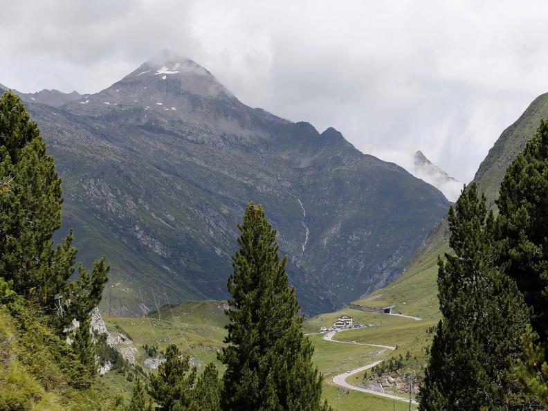 Image 3 - Blenio - Lucomagno: Olivone - Disentis