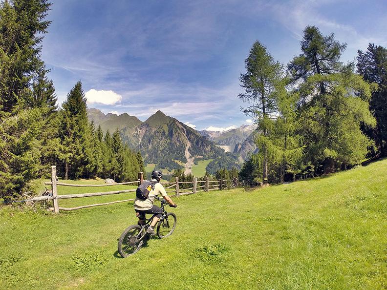 Image 0 - Tour della Valle di Blenio in e-bike