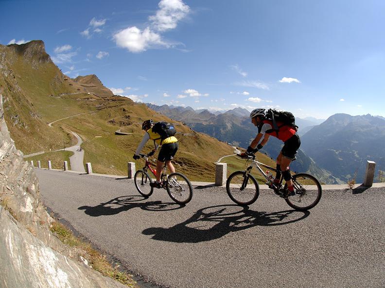 Image 3 - Tour du Val Leventina en e-bike