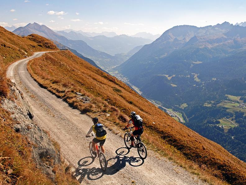Image 4 - Tour du Val Leventina en e-bike
