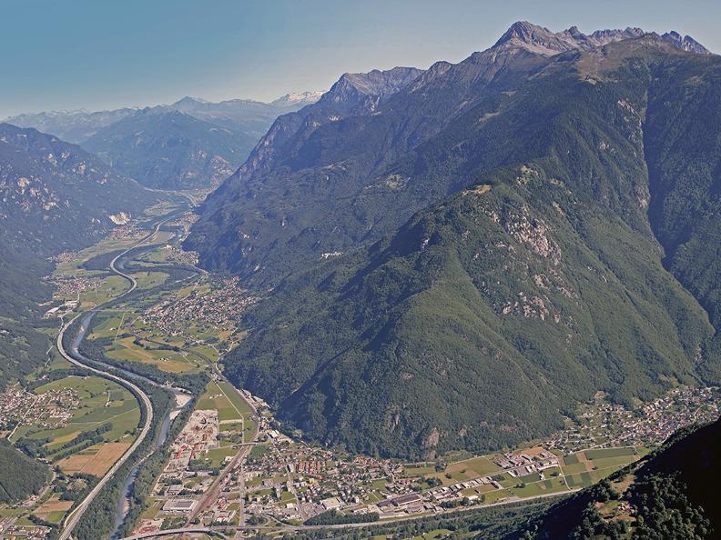 Image 2 - Tour della Riviera e del Bellinzonese in e-bike