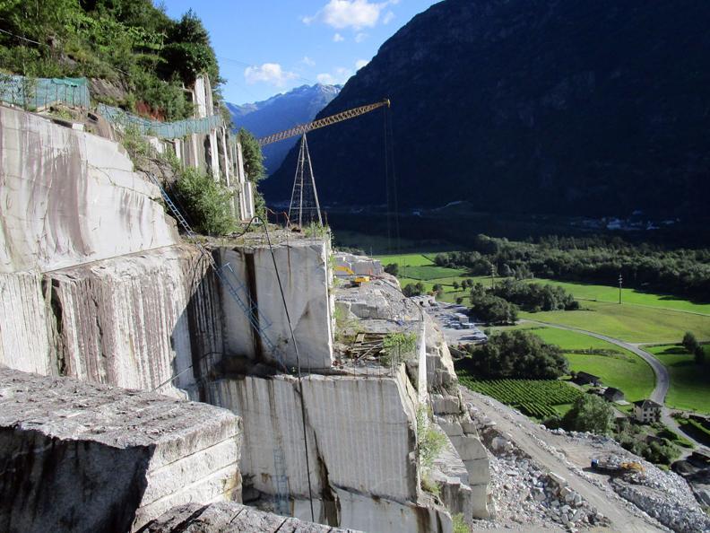 Image 5 - Via della pietra - Working the stone