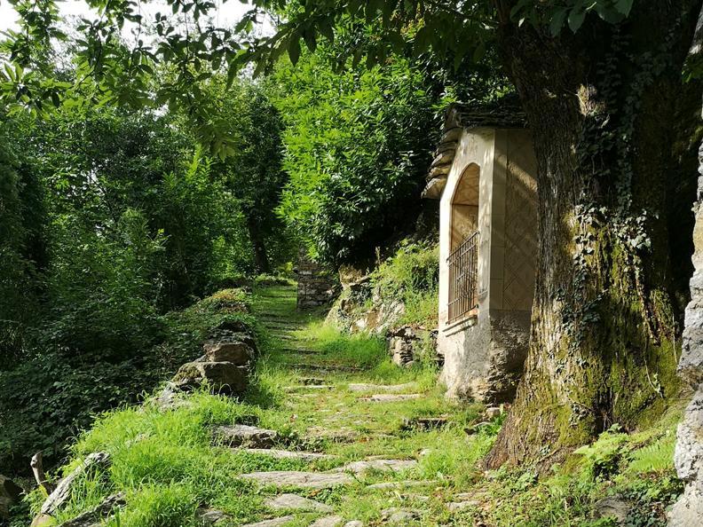 Image 0 - Giro del Castello di Serravalle
