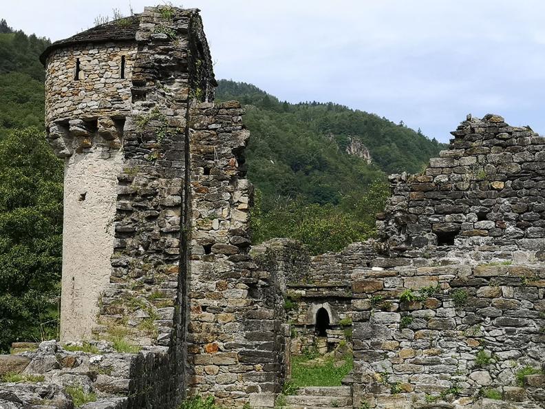 Image 8 - Giro del Castello di Serravalle