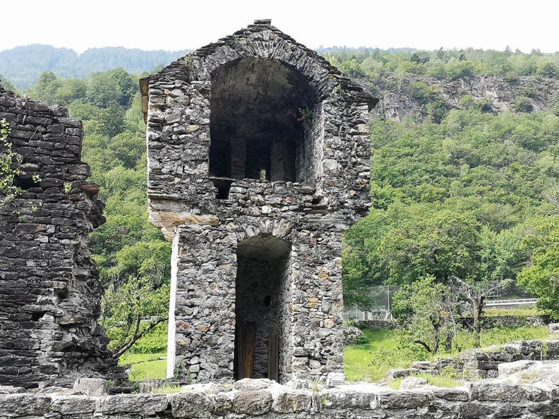 Image 9 - Giro del Castello di Serravalle