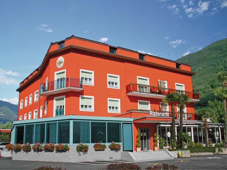Image 0 - Restaurant Hotel La Perla