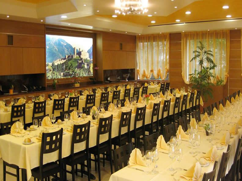 Image 2 - Restaurant Hotel La Perla